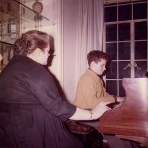Ihmelapsi soittotunnilla New Yorkissa 1960.
