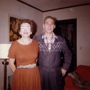 Max Kaplan ja puolisonsa Betty Bostonissa 1960.