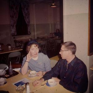 Meri Louhos ja opiskelukaveri Cameron Johnson Rochesterissa 1960.