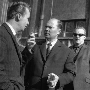 Intendentti Aulis Sallinen ja kapellimestari Paavo Berglund Helsingin rautatieasemalla 1963.