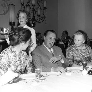Selastajapäivien päättäjäiset 9.6.1965, Joonas Kokkosen seurassa Rakel Wihuri.