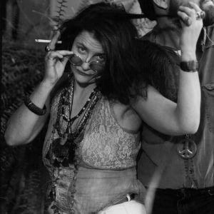 Sanna Fransman Janis Joplinina kuunnelmassa Young Woman's Blues