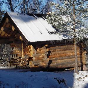 Mina föräldrars härliga bastu i Karis. Byggdes 2006. Gjord av egna stockar och eget virke från skogen.