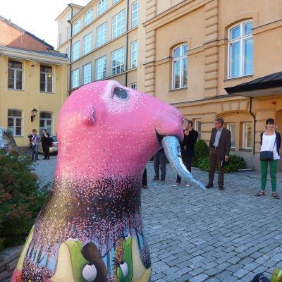 Hejhylje-säl utanför Åbo stadshus.