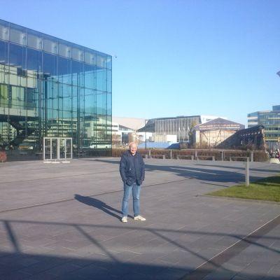 Mikael Jakobsson utanför Musikhuset