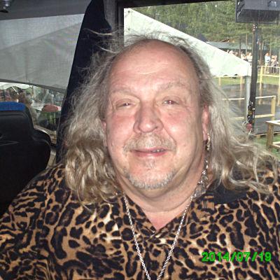 Olle Jönsson, sångare i Lasse Stefanz