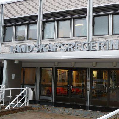 Entré till Ålands landskapsregering.