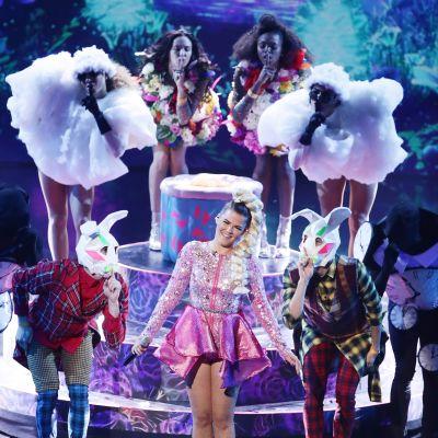 Saara Aalto esiintyi X-Factor Live -finaaleissa 22. lokakuuta.