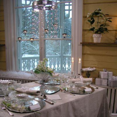 Festdukat bord i vitt