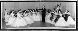 Boris Sirpo ja hänen perustamansa naisorkesteri Portlandin kamariorkesteri.
