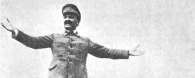 Trotskij håller tal på ett bepansrat tåg 1920