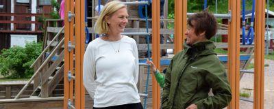 Susann fagerlund och pia eriksson på Hulta daghems gård.