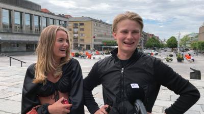 Isabella Söderström & Kasper Johansson skrattar.