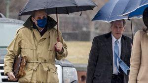 Trumps försvarsadvokater Bruce Castor och Michael van der Veen anländer till Capitolium inför riksrättsprocessen
