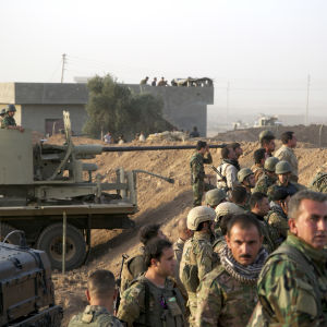 Kurdiska trupper i närheten av staden Kirkuki norra Irak