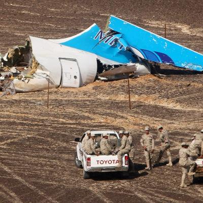 Vrakdel från det ryska flygplanet på Sinaihalvön den 2 november 2015.