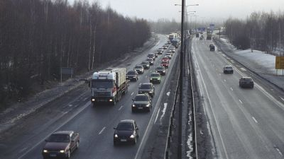 Trafik på en ringväg i Helsingfors