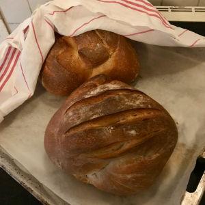 Oopperalaulaja Jenni Lättilän leipomia leipiä.