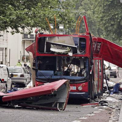 Buss som totalförstördes i terrordåden i London den 7 juli 2005