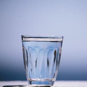Ett vattenglas.