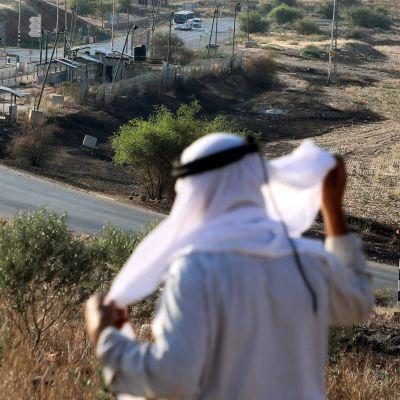 En palestinsk herde vid den israeliska gränskontrollen Hamra i Jordandalen 1.7.2020