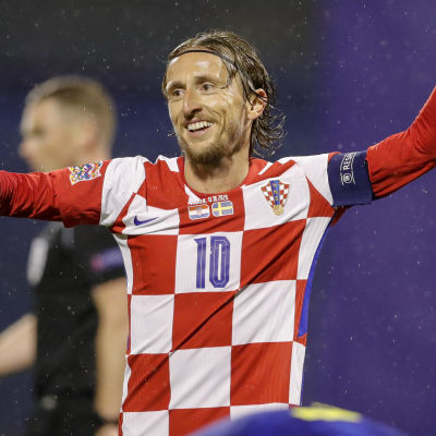 Luka Modric firar mål i landslaget.