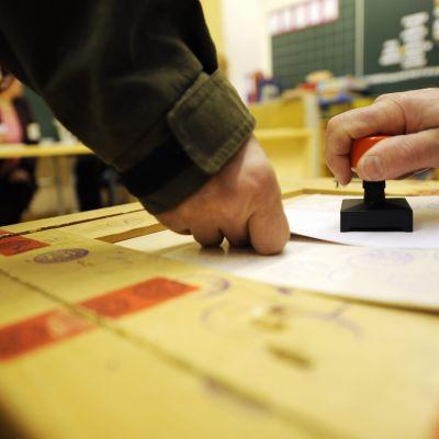 röstsedel stämplas