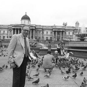 Erkki Toivanen raportoimassa Lontoossa.