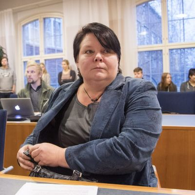 Terhi Kiemunki i tingsrätten i Tammerfors