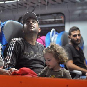 Flyktingar på tåg nära gränsstaden Tovarnik i Kroatien den 17 september 2015.