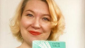 Kirjablogissa Katri Valan Paluu