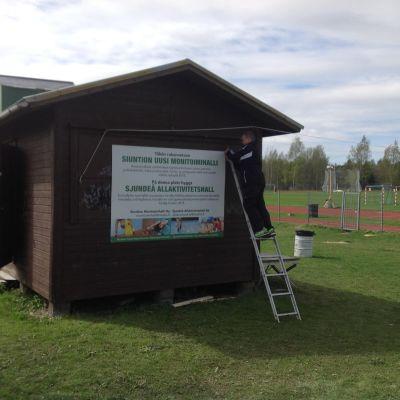 Här ska den nya idrottshallen i Sjundeå byggas.