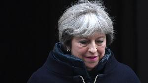 Premiärminister Theresa May då hon lämnade 10 Downing Street i förmiddags, 17.1.2017.