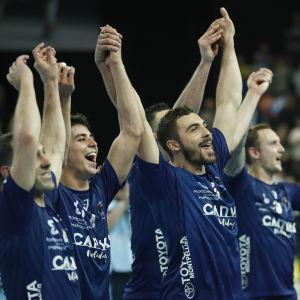Montpelleirs handbollslag firar efter att ha besegrat Flensburg-Handewitt i kvartsfinalen av Champions League våren 2018.