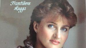 Ami Aspelund Framtidens skugga -levynkansikuvassa 1983.