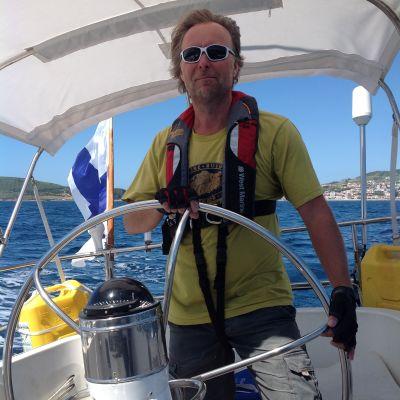 Hasse Eriksson från Vasa seglar över Atlanten i en Swan 431.