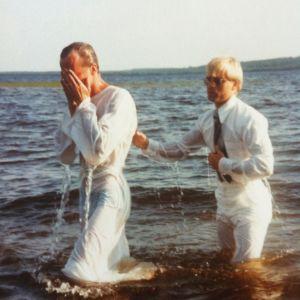 Kai Sadinmaa ja Heikki Hursti kastetilaisuudessa