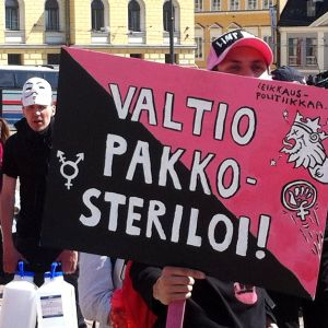 Demonstrant med plakat.