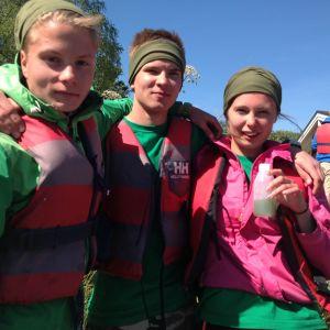 Eemeli Repo, Lukas Kamis och Lucinda Kraufvelin är nöjda då de hämtat plankton, Lukas Kamis rodde bra och samarbetet fungerade.