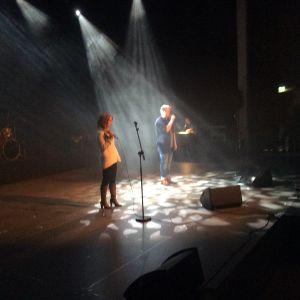 Jenni och Janne Kiuru upptädde med sång