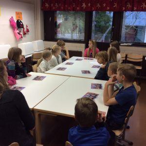Metsäkylän koulun oppilaskunnan hallitus kokoontuu kerran kuussa