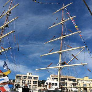 Sète, satamakaupunki Etelä-Ranskassa, vastaanottaa aluksia kaikkialta.