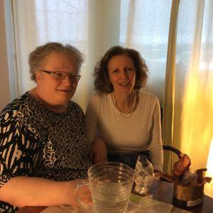 Professori Outi Merisalo Jyväskylän yliopistosta ja apulaisprofessori Stefania Fortuna Marchen ammattikorkeakoulusta Italiasta, keskustelevat lääketieteen historiasta.