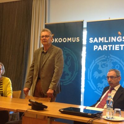 Paula Risikko, Bjarne Kallis och Ben Zyskowicz.