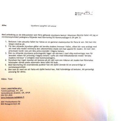Ett papper, ett utlåtande av stadens revisor i ett komplicerat rättsfall.