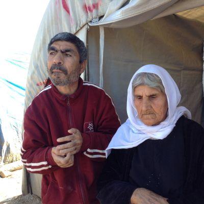 Iäkäs jesidinainen vapautui ääri-islamilaisen Isis-liikkeen käsistä. Hänen kehitysvammainen poikansa oli myös vankeudessa.