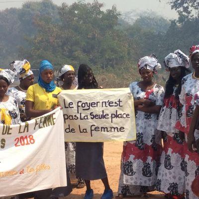 Foto från 8 mars marchen i Kafountine. Fotot är från kvinnornas uppvaktning av borgmästaren