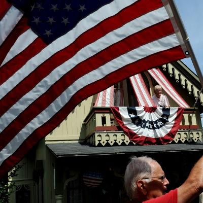 Fourth of July firas med buller och bång och parad. Och omgjorda realityserier.
