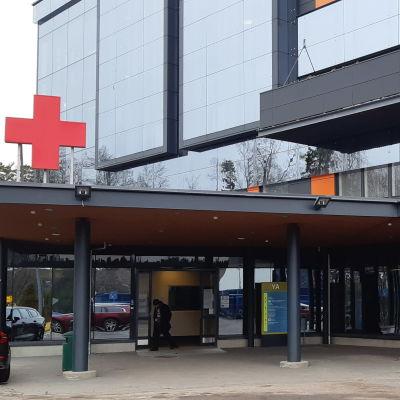 Ingången till akuten på Vasa centralsjukhus.