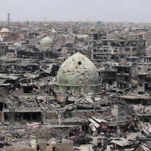 Vy över Mosul i ruiner.